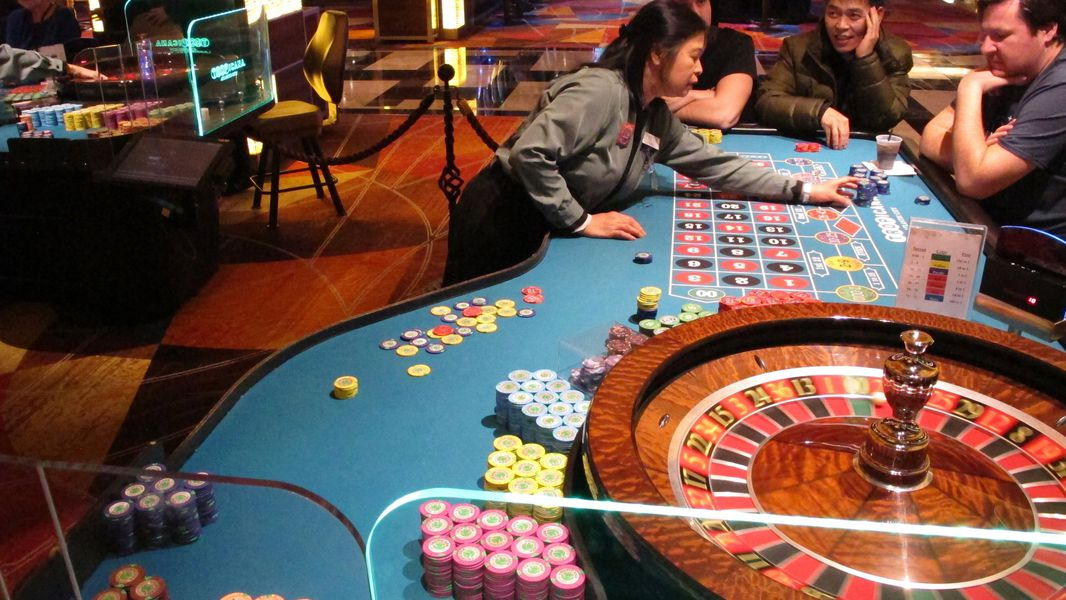 The Experts And Also Cons Of Online Casino