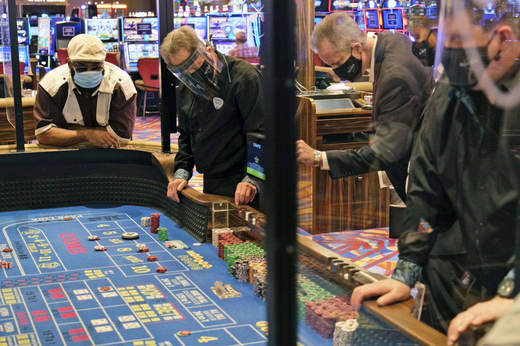 8 Simple Tactics For Online Casino Uncovered
